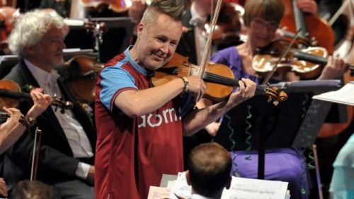 Nigel Kennedy in the Royal Albert Hall op Night of the Proms in 2013
